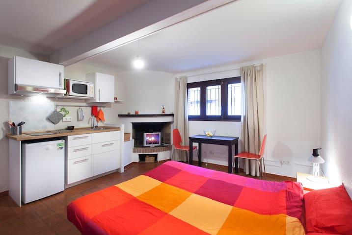 Private studio w/ bath & kitchen - Cabrera de Mar - Hus