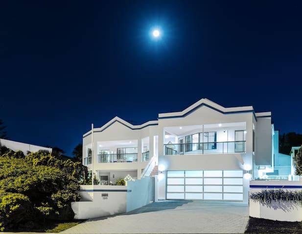 Beach front Mullaloo House & pool, l'Oceanne - Mullaloo - Ev