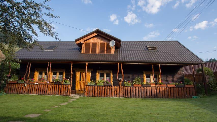 Romantic wooden lodge close to rock climbing areas - Záskalie - Casa