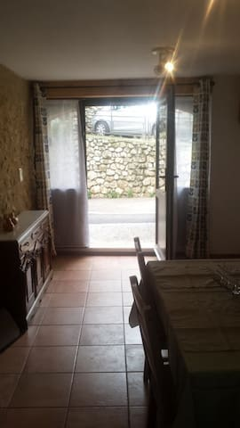 Charming, centrally placed small stone house - Cucugnan - Casa