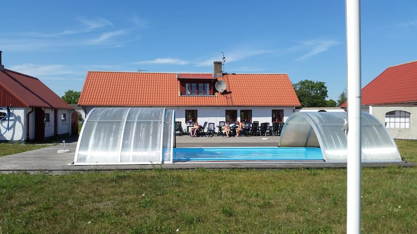 Löderups Äng - max 25 pers. Pool & 1 km from beach - Ystad S