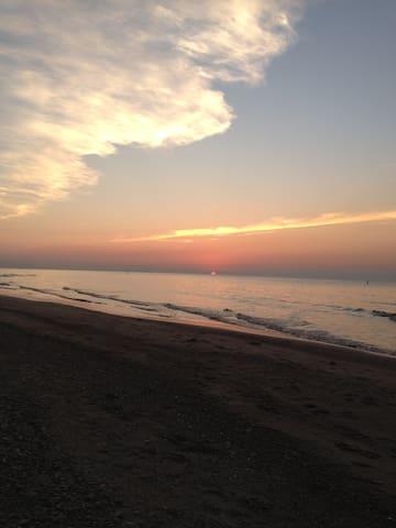 Peaceful Get Away one block from Lake Michigan - Ogden Dunes - Talo