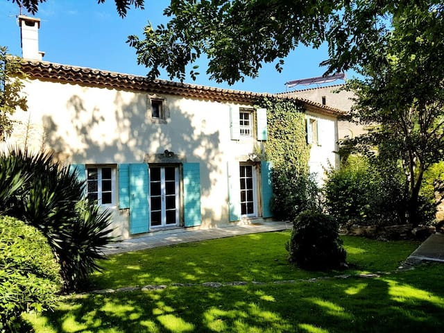 A luxuous provencal style old house - Grans - Huis