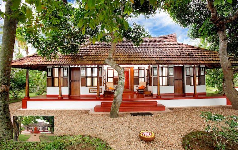 Waterfront Heritage Villa - Kumarakom - Villa