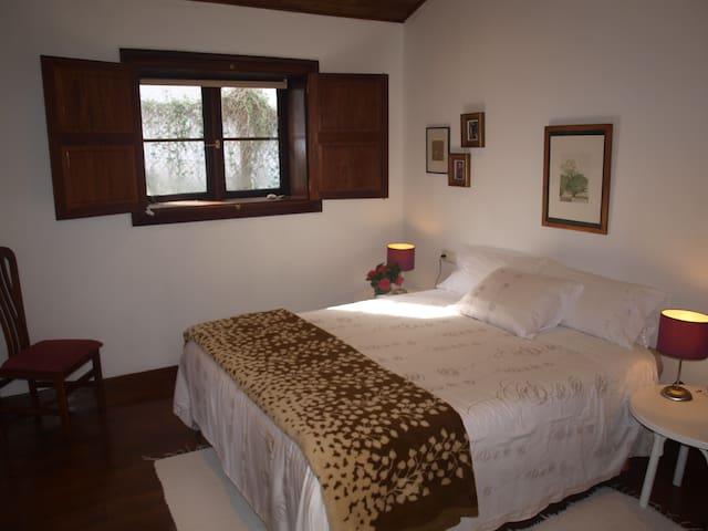 Habitación  doble vestidor y baño - Pontevedra - Huis