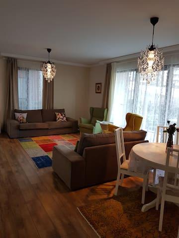 stunning view, modern room with breakfast - Mudanya - Квартира
