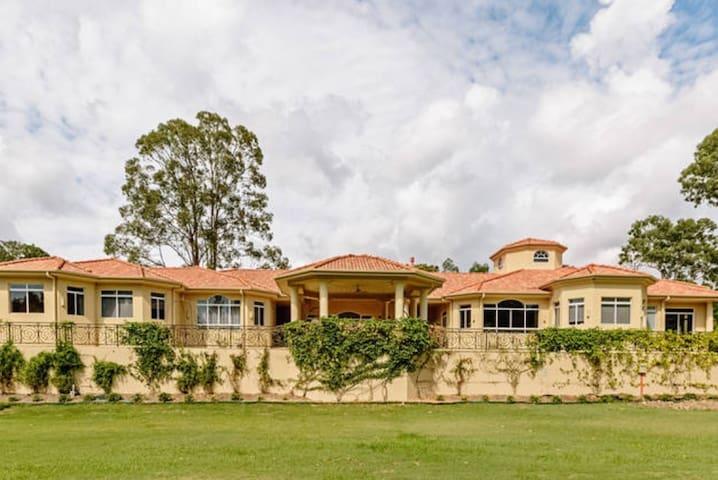 Tallai Retreat - Grand Villa - Tallai - Willa