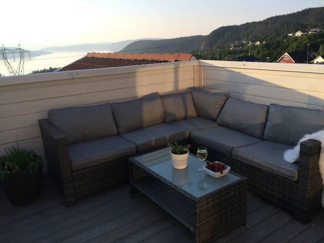 Moderne leilighet med sjøutsikt - Hurum - Leilighet