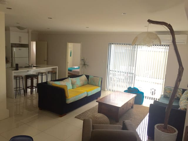 Room with Ensuite in Modern House - East Victoria Park - Hus