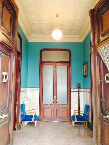 Habitación privada en Villa Pilar - Navajas - Huis