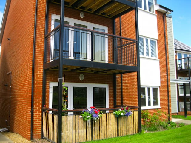 Modern luxury 2 bedroom apartment with balcony - Haywards Heath - Daire