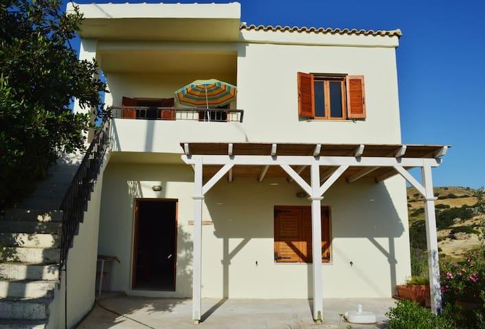 Three Rock Home - Rethymno - Ev