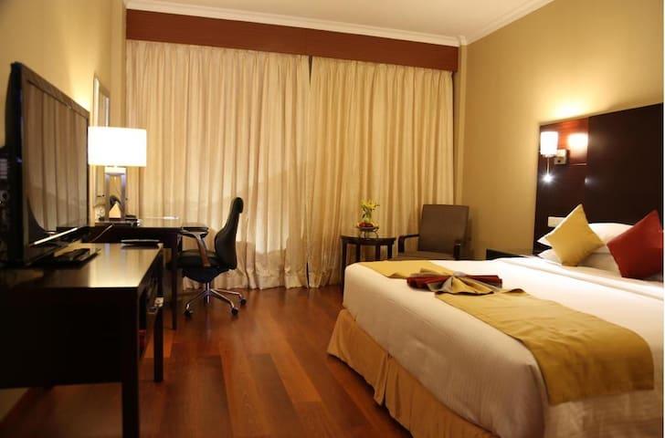 Asiana an iconic 5 star Hotel - Chennai - Bed & Breakfast