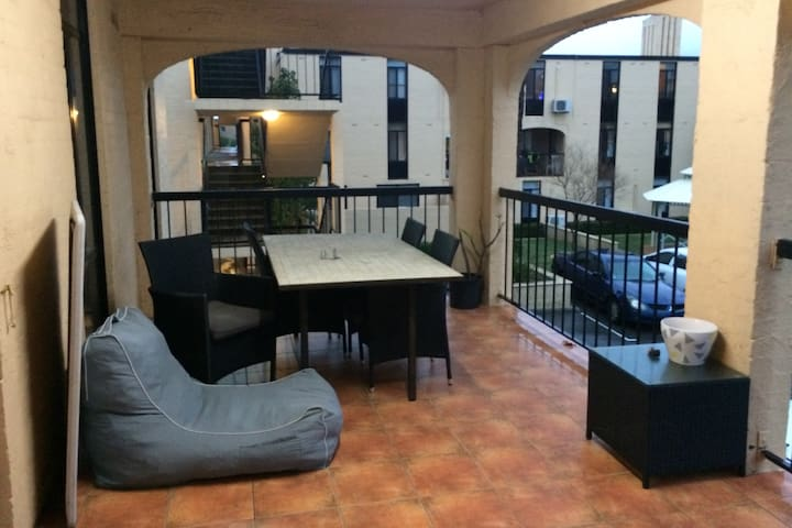 Spacious Apartment on the River with Parking - Rivervale - Apartmen