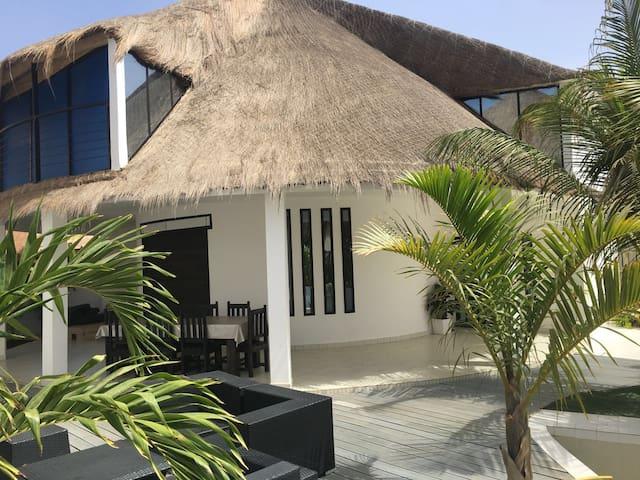 Saly villa blanche bord de mer - M'bour - Vila