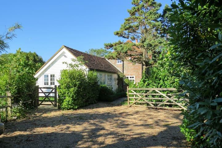 Rose Cottage, Country Views and Garden - Robertsbridge - Pousada