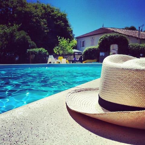 Au Domaine Bardon Gite  6 p piscine - Chaunac - Rumah