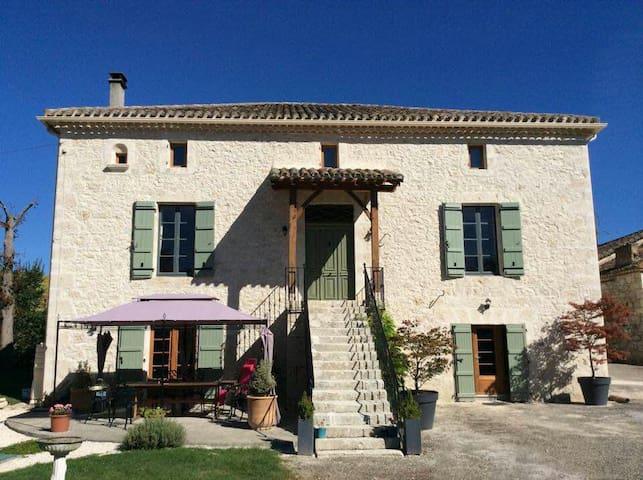 La Beline. Comfortable B and B - Tayrac - Huis