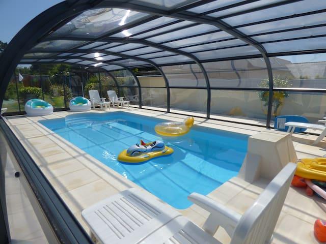 Maison familiale avec piscine chauffée et couverte - Pont-Croix - Hus