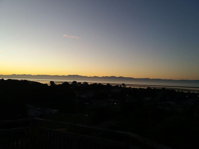Birds, Bush, Sky, Ocean - A Slice of Nelson Heaven - Nelson - Hus