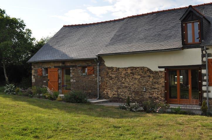VOS VACANCES A LA CAMPAGNE - Rougé - Huis