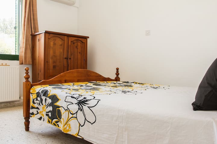 Ensuite room in luxurious villa at the countryside - Paphos