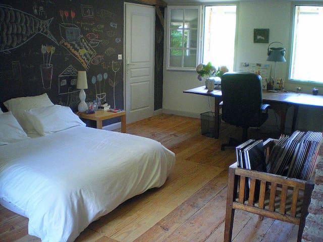 Grande chambre dans maison ancienne - Benquet - Casa