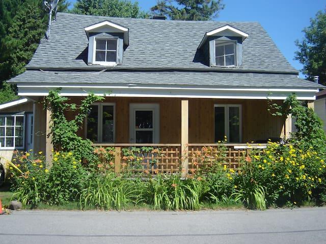 cottage on the lake - Oka - Hus