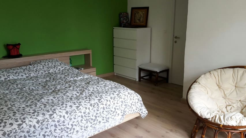 Charming room with private bathroom - Oudenaarde