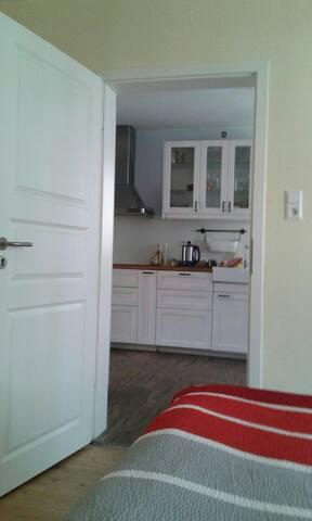 Doppelzimmer mit Bad und Küche - Angelbachtal - Hus