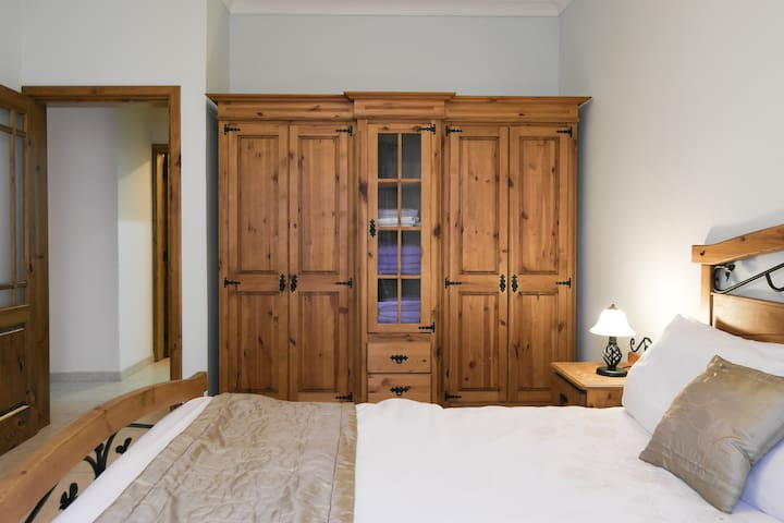 Spacious 1 b/room Apt in St Julians - San Ġiljan - Apartament