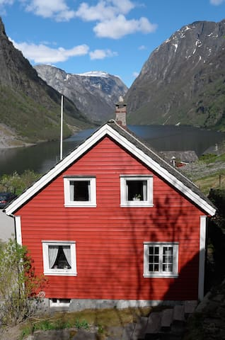 House with terrific fjord view - Gudvangen - Casa