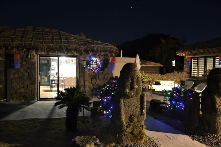 Unique Jeju Traditional House at Folk Village - Pyoseon-myeon, Seogwipo-si