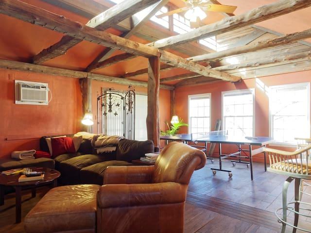 Charming Cottage in Ellicott City - Ellicott City