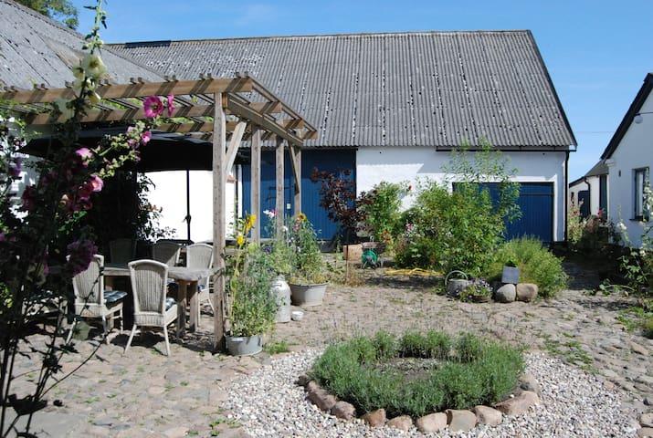 newly renovated farm apartment - Löderup - Apartamento