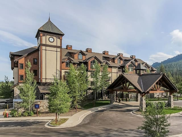 Luxury Tamarack Condo- Osprey Meadows Suite 202 - Donnelly - Condo