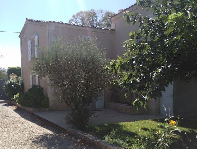 Maison familiale aux portes de Bordeaux - Camblanes-et-Meynac - Huis