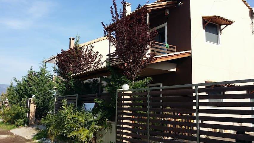 Ησυχη Μονοκατοικία 100μ από θάλλασα σε συγκρότημα - Nafpaktos - Apto. en complejo residencial