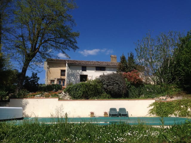 Charming farmhouse with pool near Toulouse - Bardigues - Hus