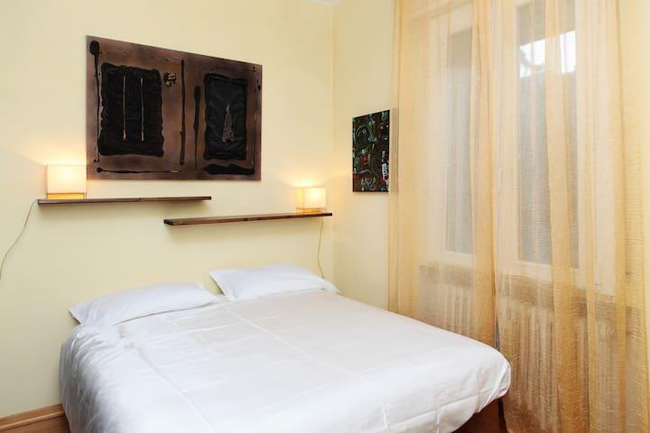 BILOCALE LUMINOSO IN CENTRO - Ferrara - Apartamento