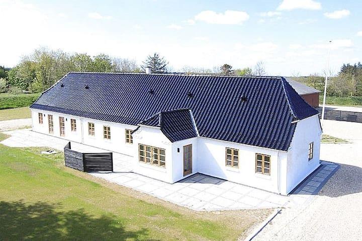 Beautiful farm house close to Vesterhavet - Ulfborg - Huis