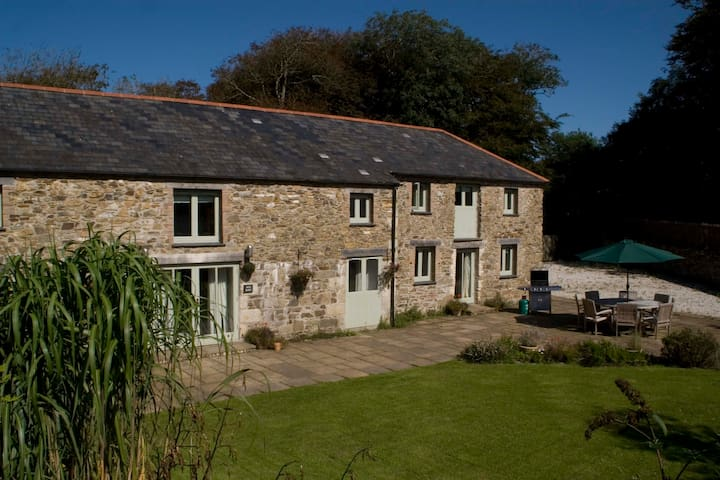 Moo Barn: Charming self-catering cottage, sleeps 8 - Tregony - 度假屋