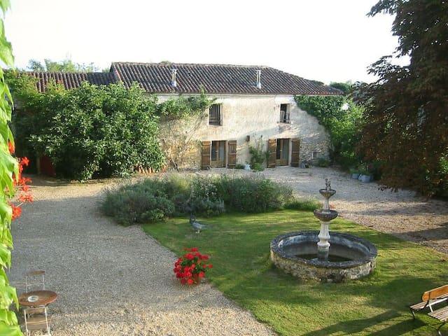Spacious cottage Chez Mimi in Périgord, Dordogne - Mareuil - Cabane
