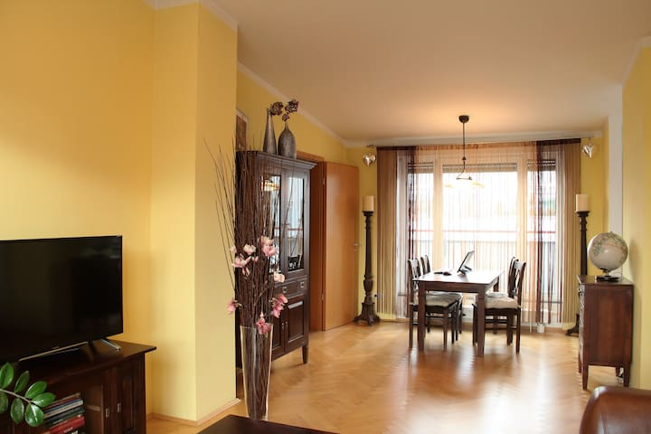 Three-room penthouse only 14 min to the city - Münih - Daire