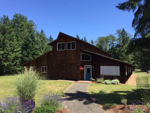 Beautiful Barn Home, Minutes to Wineries & Eugene - Veneta - Talo