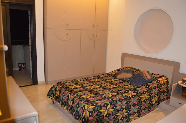 Charming room in a modern apartment (Beirut-Fanar) - Fanar - Bed & Breakfast