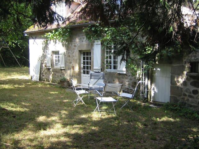Charmant Cottage  pleine campagne - Noyant-d'Allier - Huis