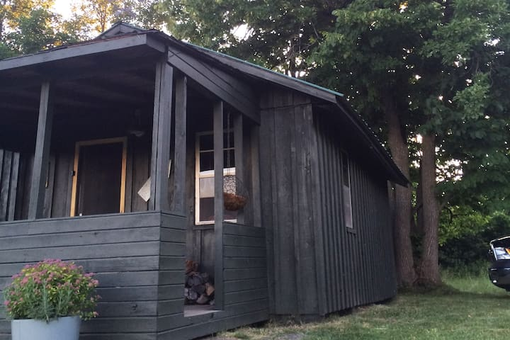 A relaxing Off The Grid Experience at the Cabin! - Demorestville - Houten huisje