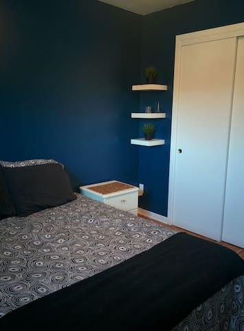 Belle chambre privée dans une maison heureuse - Montreal