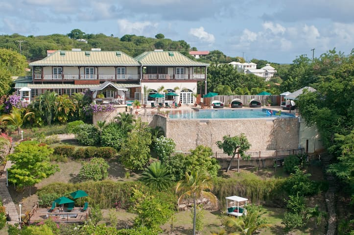 Mace Room @GrenadaBnB Luxury Waterfront Oasis - Lance aux Epines - Bed & Breakfast
